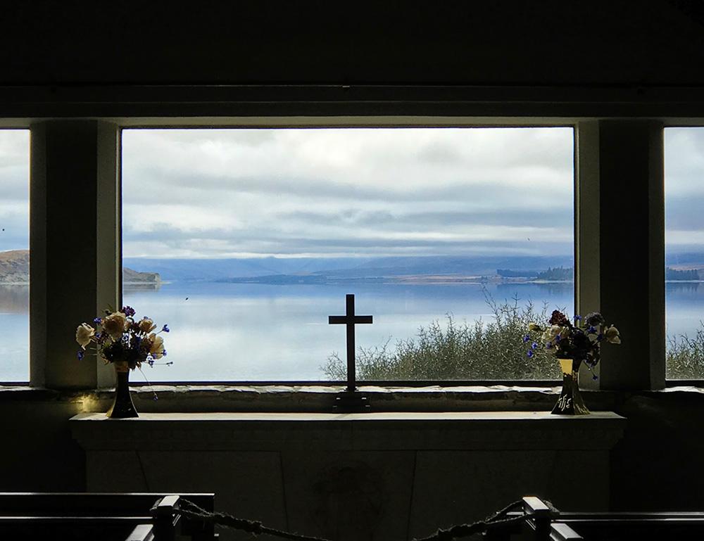 羊飼いの教会の中